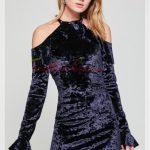 lacivert omuz dekolteli kadife elbise