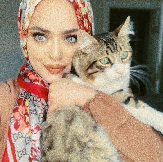 Şeyma Nuryener ve kedisi