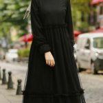 Bej şal siyah tesettür elbise