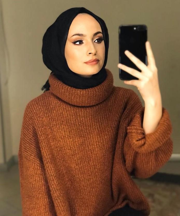 Ebrar Eslem Ercan boğazlı kazak kombini