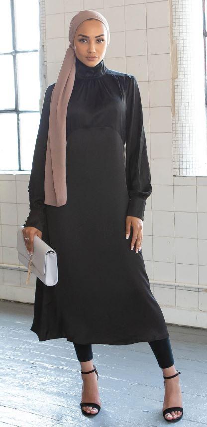 Siyah elbise krem rengi şal