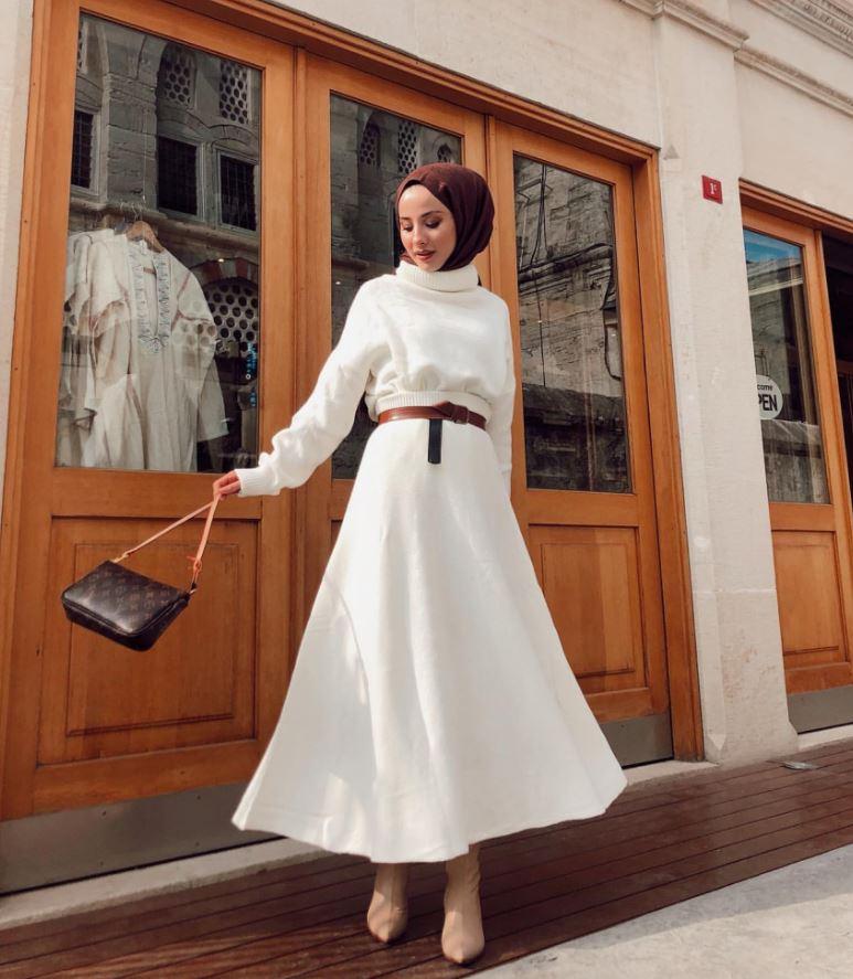 Bordo Şal beyaz elbise kombini