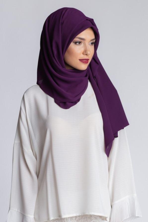 Mürdüm Şal Beyaz Elbise Kombini