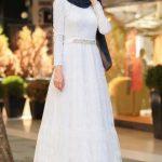 Mavi Şal Beyaz Elbise