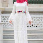 Pembe Şal Beyaz Elbise