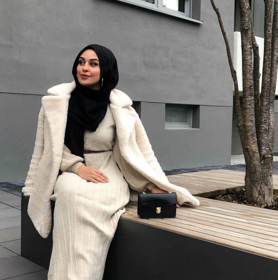 Siyah Şal Beyaz Elbise Modeli