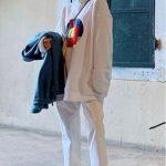 Sweetshirt beyaz pantolon kombini kuaybe gider