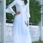 Yeşil Şal Beyaz Elbise Kombini