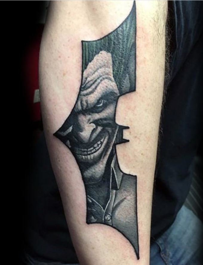 Batman Joker içiçe Dövme