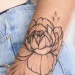Bileğe Çiçek Dövme