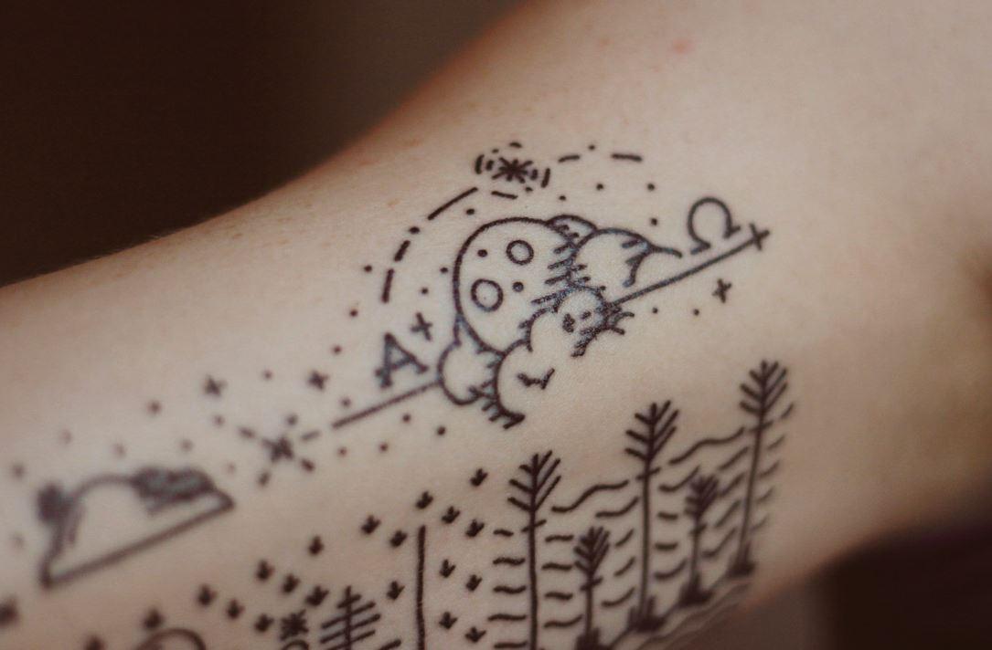 Tatlı şekiller minimal dövme