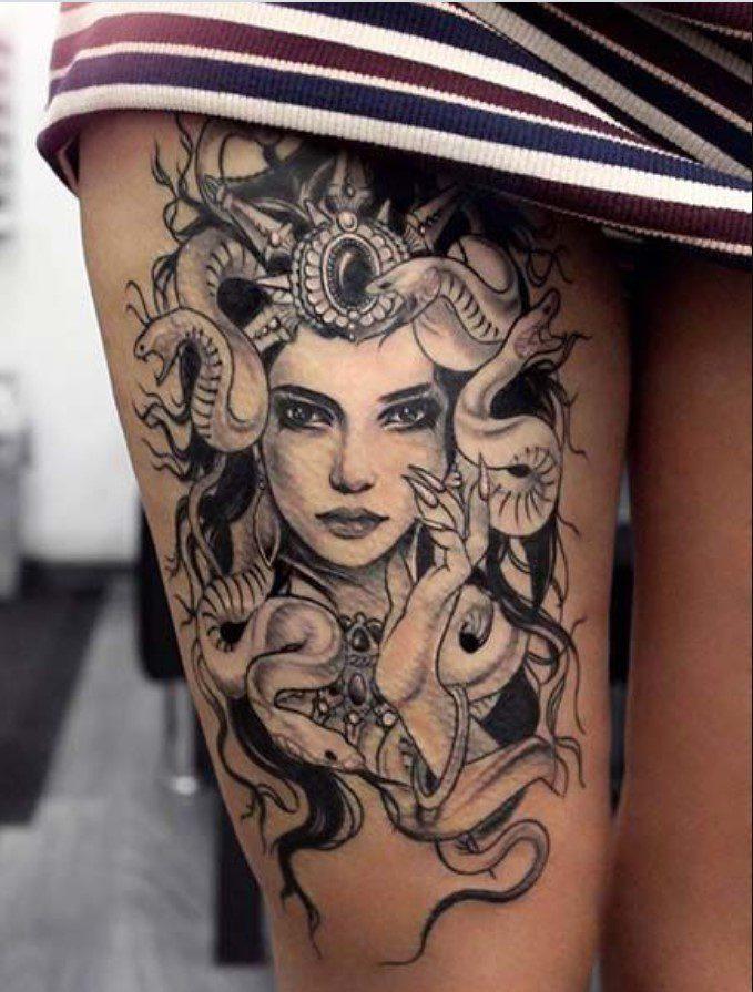 Bayan Bacak Medusa Dövmeleri