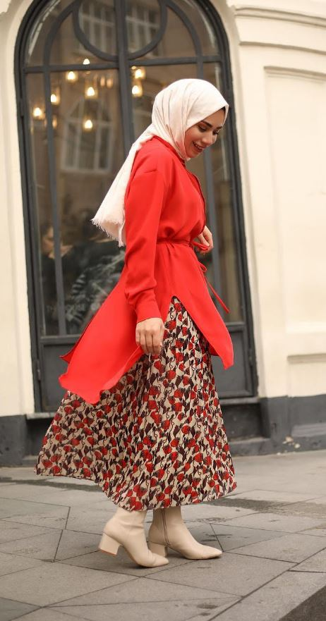 Kırmızı Elbise Ebru Sever