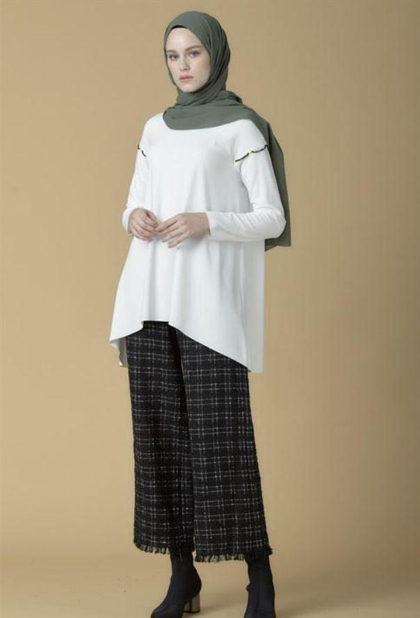 Ekru Boncuk Detaylı Bluz Modeli