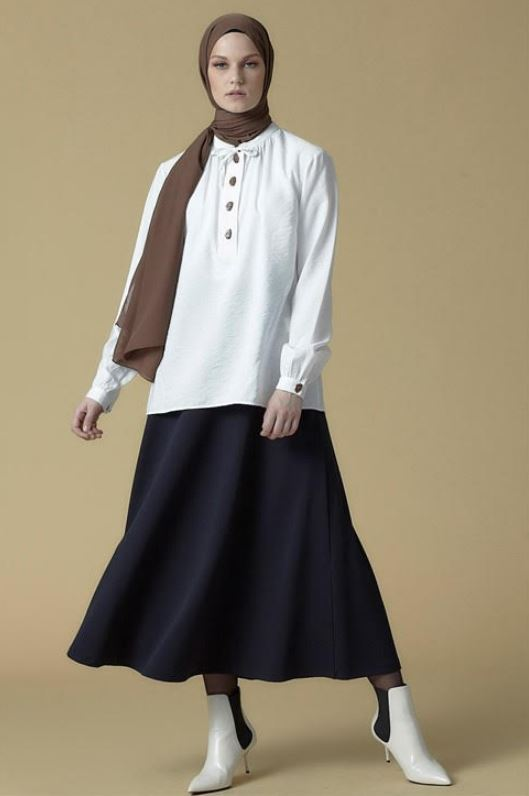 Ekru Düğme Detaylı Bluz Modeli