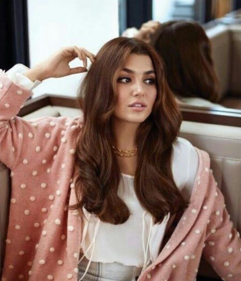 Hande Erçel Hair Styles