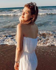 Ceren Yaldız Beyaz Elbise