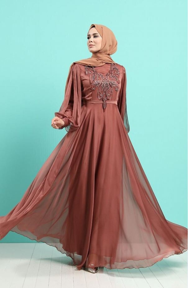 İşleme Detaylı Abiye Elbise Modeli – Taba