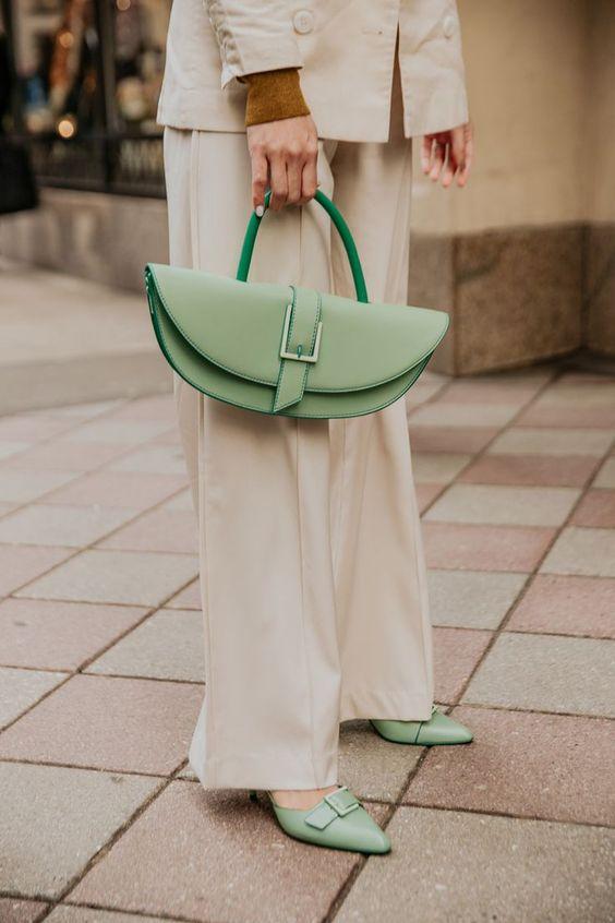 bayan çanta modeli kombini