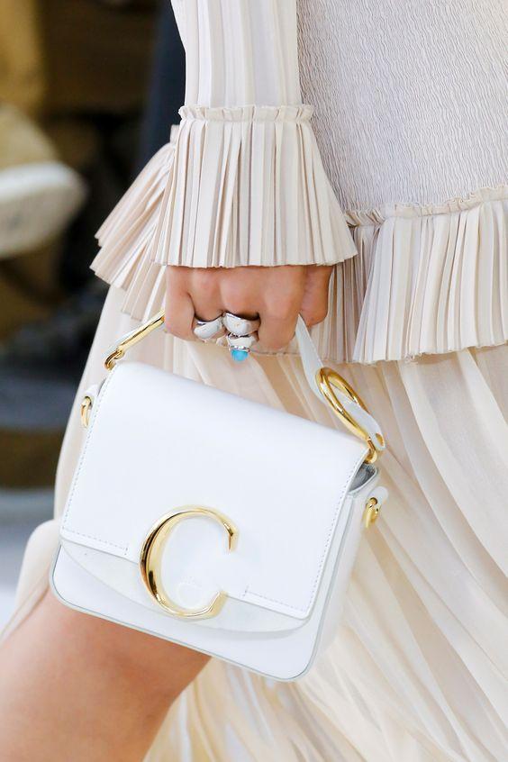 beyaz bayan çanta modeli