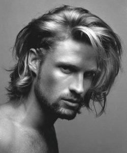 Dalgalı Uzun Erkek Saçı