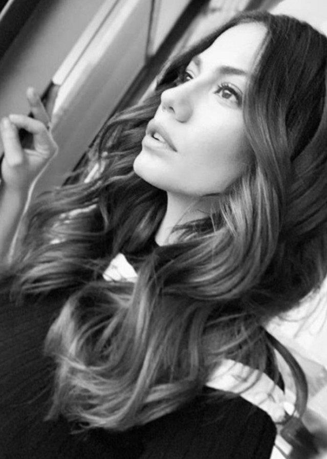 Demet Özdemir Dalgalı Saç Modeli