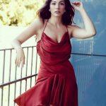 Demet Özdemir Kırmızı Elbise Modeli