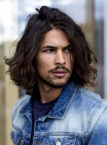 Erkeklerin Uzun Saç Stilleri için Bakım