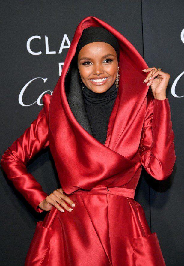 Halima Aden Kırmızı Elbise