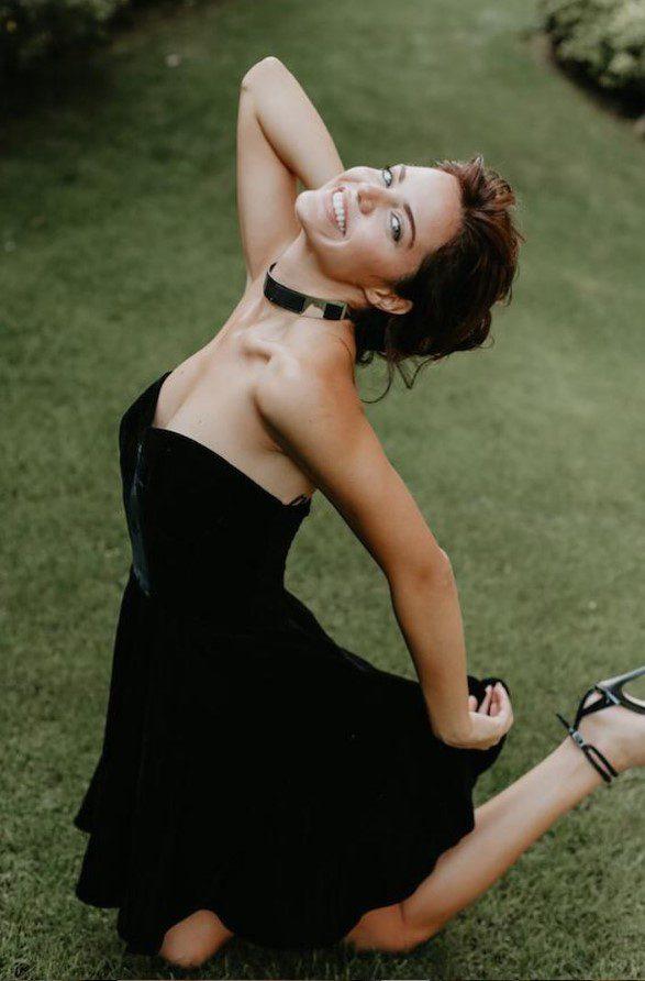 Hilal Altınbilek Siyah Elbise