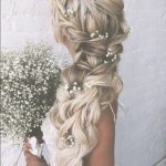Kır Düğünü Sarı Çiçekli Saç Modeli