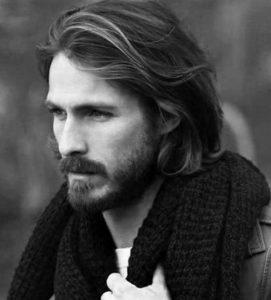Uzun Dalgalı Erkek Saç Modeli