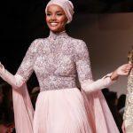 Halima Aden Parlak Abiye Modeli