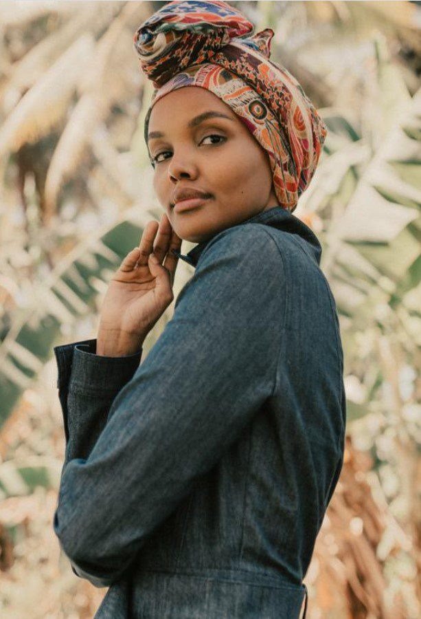 Halima Aden Trençkot Modeli