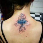 Kadın Lotus Çiçeği Ense Dövme