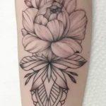 Lotus Çiçeği Bayan Kol Dövmesi