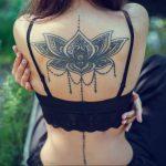 Lotus Çiçeği Kadın Sırt Dövme