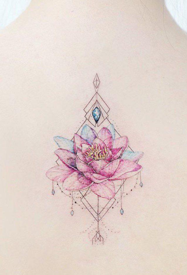 Minimal Renkli Lotus Çiçeği Dövmesi