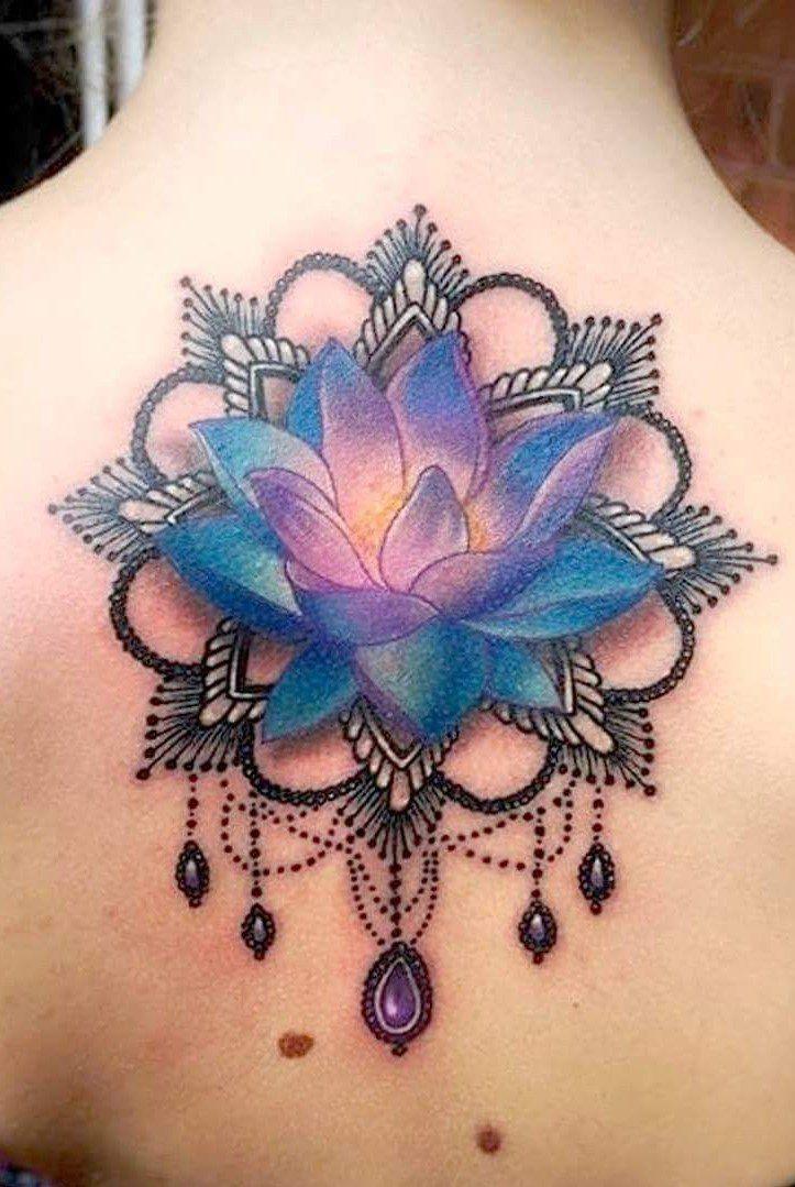 Sırt Renkli Lotus Dövmesi