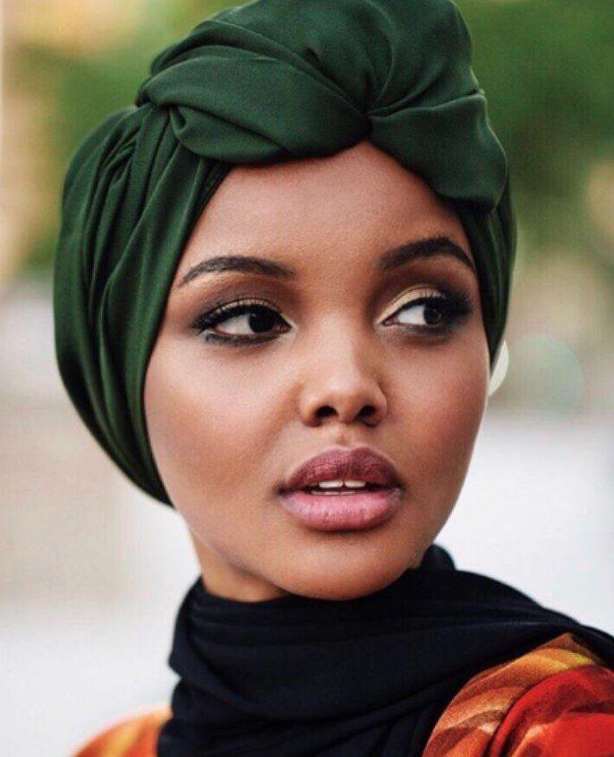Somalili Manken Halima Aden