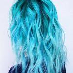 Açık Mavi Dalgalı Saç Modeli