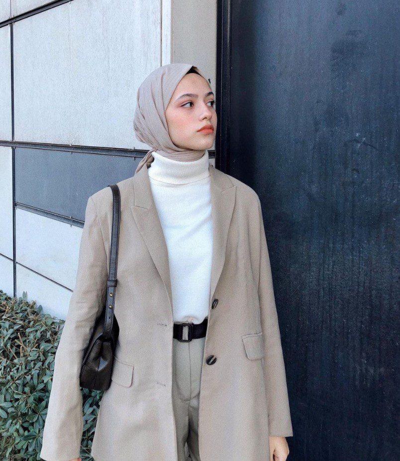 Ayşenur Coşkun Tesettür İş Kadını Kombin