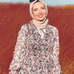 Ceren İzgi Çiçekli Elbise Kombin