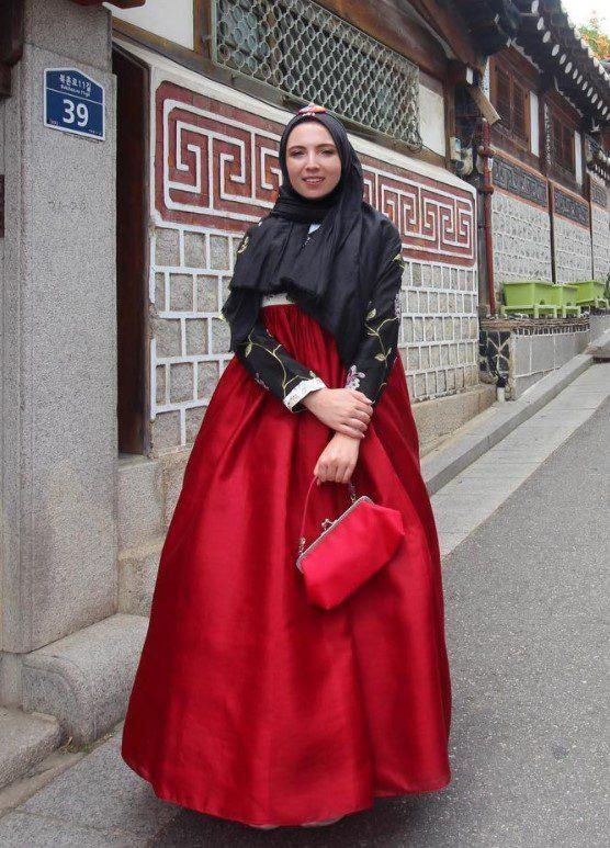 Ceren İzgi Uzun Bol Elbise Modeli
