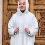 Ceyda Öztürk Beyaz Sweatshirt Kombini