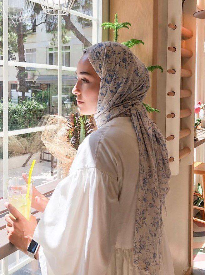Ceyda Öztürk Çiçekli Şal Modeli