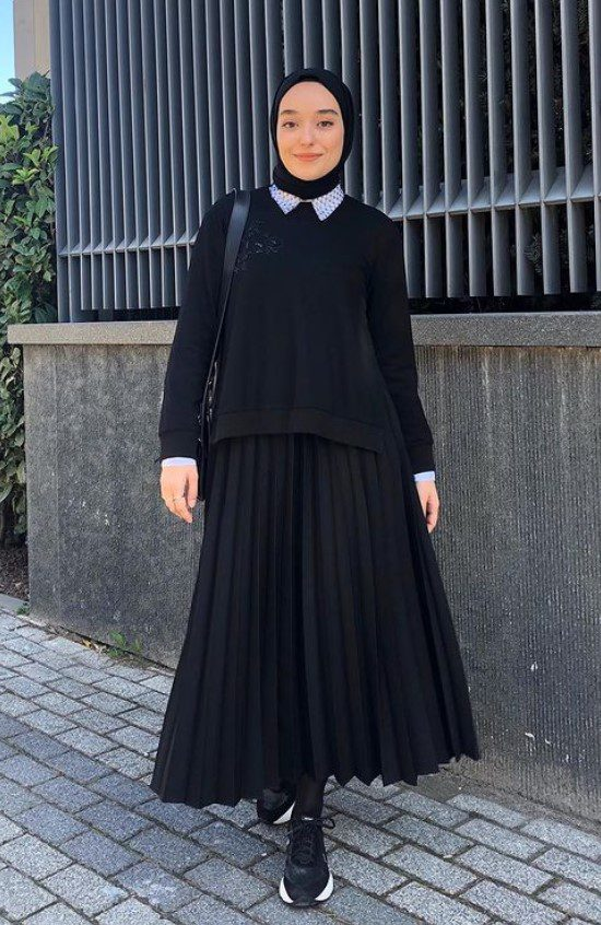 Ceyda Öztürk Siyah Etek Bluz Kombini
