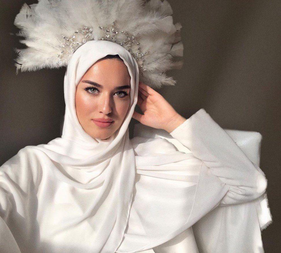 Eda Comart Beyaz Elbise Kombini