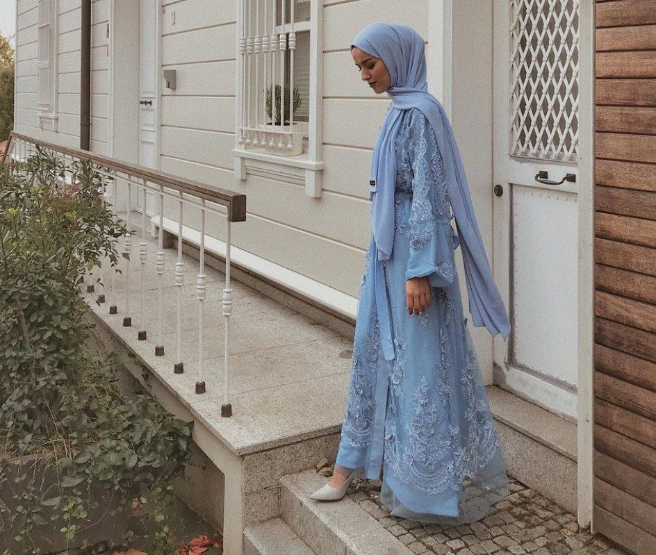 Eda Comart Mavi Şal Elbise Modeli