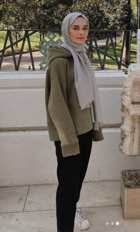 Elif Sezer Gri Şal Sweatshirt Kombini
